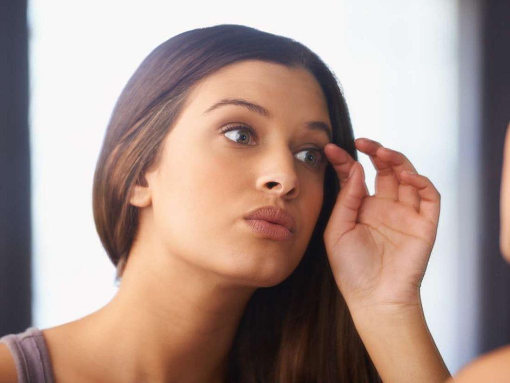 ਕਿਤੇ ਇਸ ਕਾਰਨ ਤਾਂ ਨਹੀਂ ਘੱਟ ਹੋ ਰਹੇ Eyebrow ਦੇ ਵਾਲ, ਅਪਣਾਓ ਇਹ ਘਰੇਲੂ ਨੁਸਖ਼ੇ