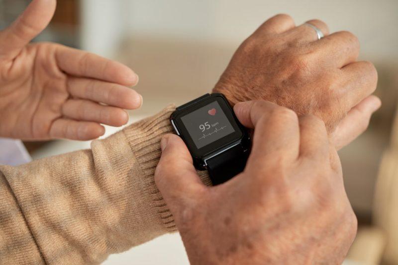 Health ਨੂੰ Monitor ਕਰਨ ਤੋਂ ਇਲਾਵਾ ਸਿਹਤ ਲਈ ਨੁਕਸਾਨਦਾਇਕ ਵੀ ਹੈ Smart Watch, ਜਾਣੋ ਕਿਵੇਂ ?